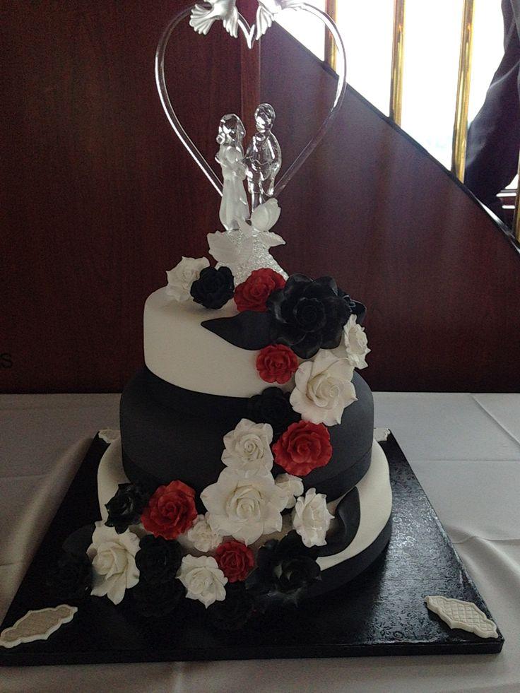 Gâteau de mariage noir blanc et rouge   – Hochzeit