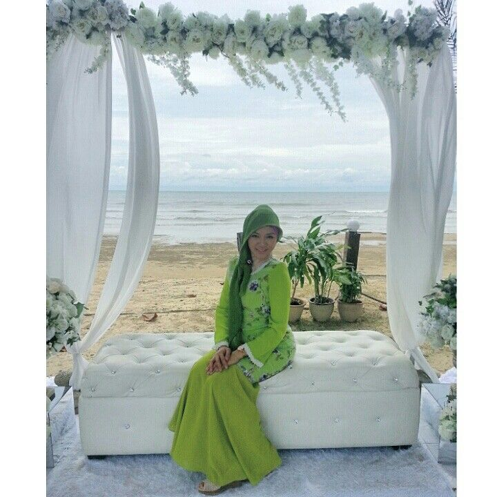 green kurung modern with lace dimond white , bawal scarf in soft dark green  picture take at beach beringis resort attending cousin wedding .