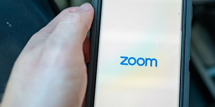 How To Record A Zoom Meeting On Desktop Or Mobile And Edit Your Settings So That Others Can Record Your Meetings Read More Technology News Here Https Digi In 2020
