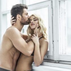 Una nueva investigación concluye que la exposición a luz brillante puede aumentar la libido de los hombres.
