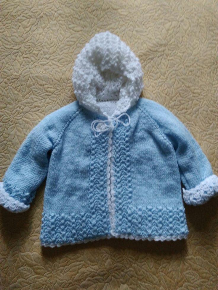 Mavi beyaz iki renkli bebek hırkası