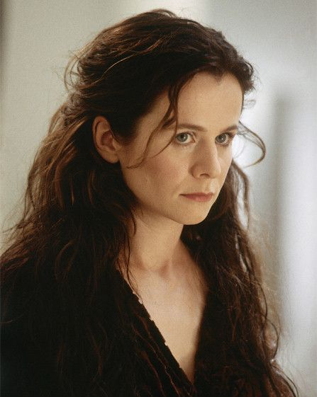 Gilsa (Emily Watson) Finn's mother, took care of Ani after she left the Forest massacre, and makes wool pullovers to sell on marketday. She acts brusque but is very caring and generous.
