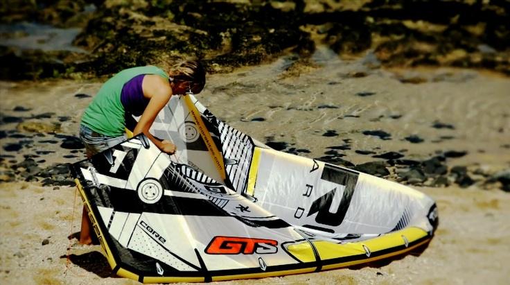 """Por primera vez en España Core Kiteboarding te invita a participar al """"Ride Together"""" en la cual tendras la oportunidad de probar todos los nuevos materiales, ultimos modelos, y darnos vuestra opinion! Traemos la GTS2 con future C shape y nuestra cometa crossride Riot XR2. Tambien llevamos unas tablas de carbono de la marca exclusiva CARVED."""