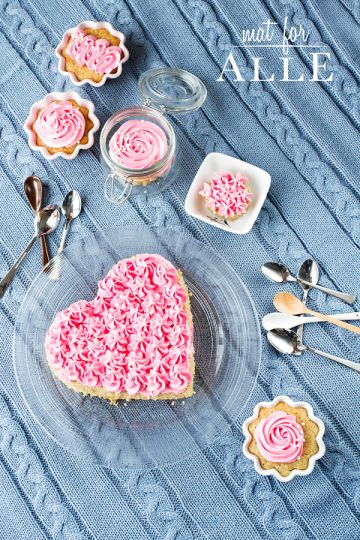 Pink cupcakes and heart cake, www.matforalle.no