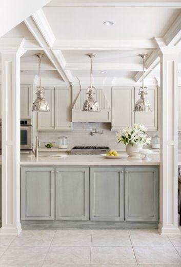 Keuken. Idee: onderste keukenkastjes een ander kleurtje dan de bovenste keukenkastjes. (mooie kleuren ook deze) Lees alles over keukenkastjes verven http://www.woonstijl.nl/nieuws/keukenkastjes-verven-met-krijtverf_528/