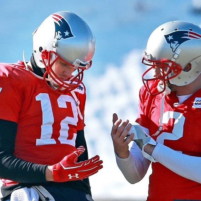 Tom Brady Wearing A Glove On His Injured Throwing Hand At Practice Today Via Westipix Twitter Patriots New England Patriots Merchandise Afc Championship
