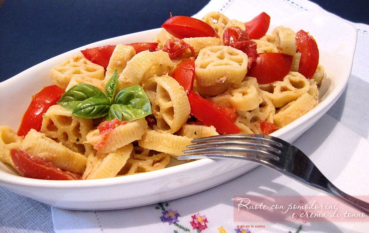 Ruote con pomodorini e crema di tonno http://blog.giallozafferano.it/graficareincucina/ruote-pomodorini-crema-tonno/