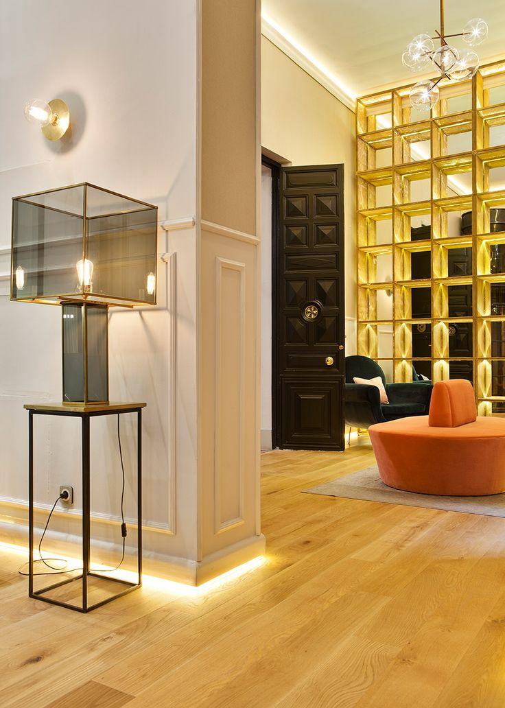 Espacio vestidor el suelo es tarima de madera de pino - Molduras de madera para pared ...