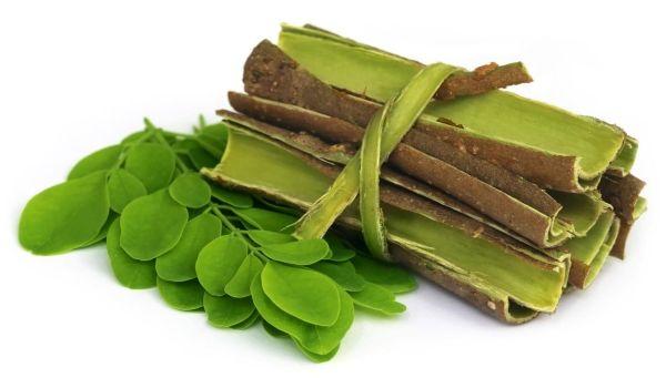 MORINGA - A SZUPERÉLELMISZER! Pure Gold Organic Moringa kivonat. A moringa 2x több vitamint tartalmaz, mint a répa, 14x több kalciumot, mint a tej, 4x több rostot, mint a zab, 4x több káliumot, mint a banán és 9x több vasat, mint a spenót.  A fa minden része ehető, de a levelében van a legmagasabb hatóanyag-koncentráció. Mivel a szárított levél a leggazdagabb tápanyagokban, már kis mennyiségben képes a szervezetben lévő hiányokat pótolni…