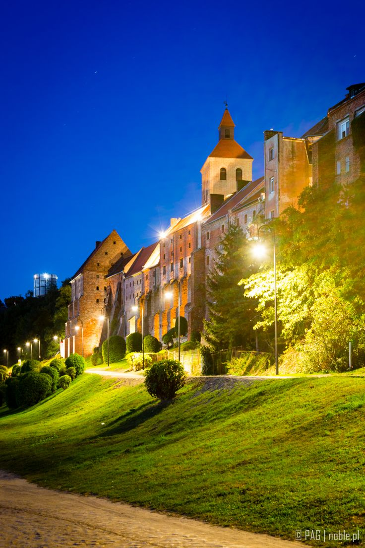 Kościół św. Mikołaja i mury średniowiecznych spichrzów w Grudziądzu | St. Nicolas church and the medieval granaries walls in Grudziadz, Poland