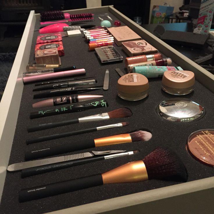 Makeup #Benefit #Rimmel #Maybelline #Essence #Babylips #Seventeen #Tangleteezer #Chanel #Britneyspears #Bodyshop #EOS #BarryM #Leestafford