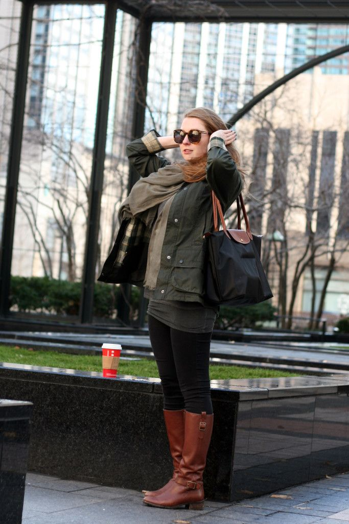 Fall outfit/ urban and city style in Chicago. Cognac riding boots, Barbour Beadnell, Longchamp Le Pliage, Karen Walkers.