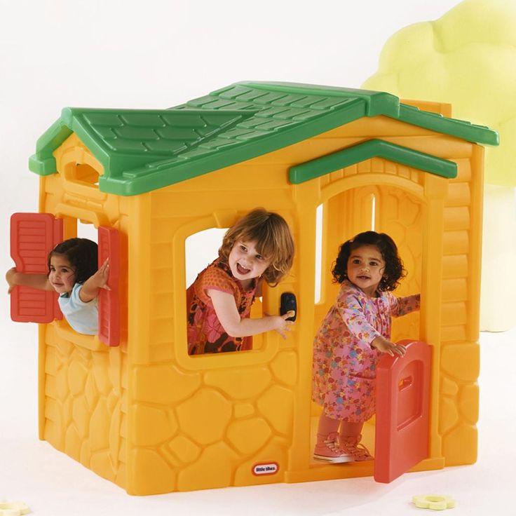 MiPetiteLife.es - Casa de Juegos Magica - Little Tikes. Una casa de juegos clásica y emocionante con un timbre mágico! Hay una zona de cocina, fregadero y estufa en el interior. Debajo de la puerta de la casita hay un timbre con 6 sonidos distintos del hogar. La puerta incluye una ranura para el correo. El estilo interior de la cabaña es simulando un techo de tejas. Un dintel bastante alto lo que permite que jueguen niños en crecimiento. www.MiPetiteLife.es