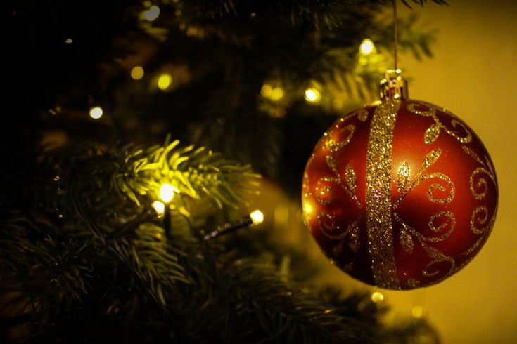 Download this free photo here www.picmelon.com #freestockphoto #freephoto #freebie /// Decorative Christmas Ball | picmelon