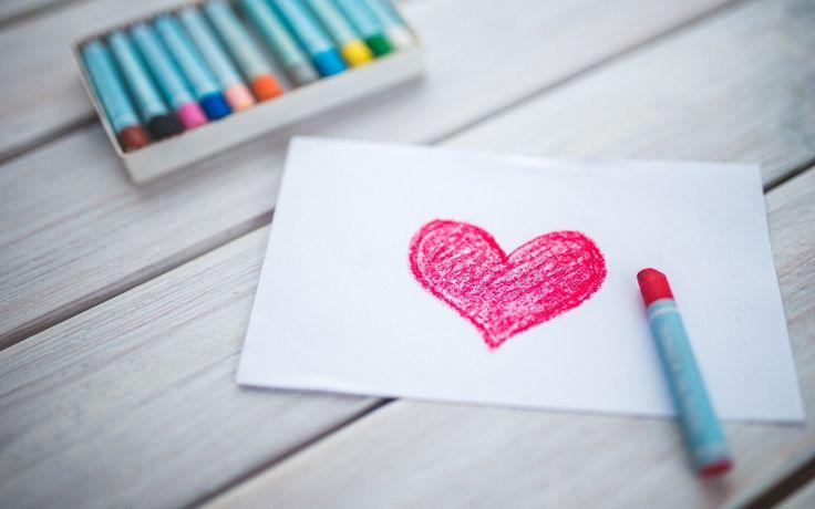 Miksi itsensä rakastaminen kannattaa? Suhde itseen luodaan jo lapsuudessa, mutta sitä voi kehittää myös aikuisiällä. Unelmat tavoitetaan hyväksynnällä.