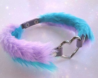 ♡ Celebrating 5000 shop admirers! ♡ 15% off! Use coupon code KERENIKA5000  Into fuzzy chocker collars? This black faux fur heart collar is perfect for pastel goth enthusiasts and creepy cute babes!  Material:PU leather, black faux fur, alloy.  The 2 black faux fur sleevies are handsewn by me.  Length: 12.2- 14.6 (31cm-37cm). IMPORTANT: Please measure your neck circumference before ordering. This choker is too large for young girls.  Width:0.4 (1cm) of PU leather, with the fur sleeve the…