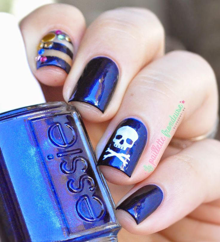 Nailstorming Pirates day themed nailart - dark blue and pirates flag
