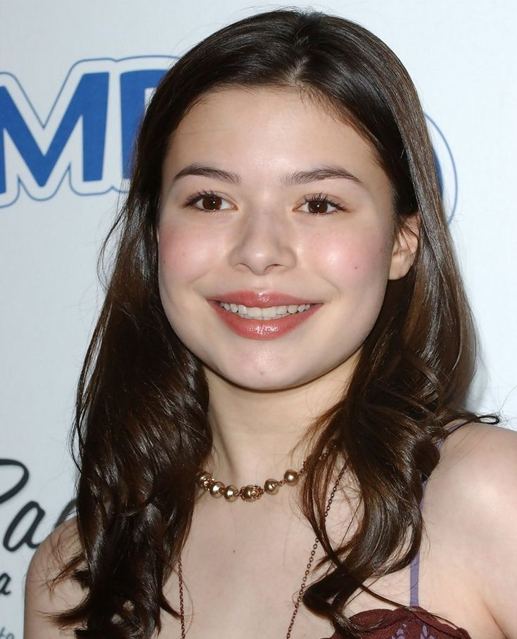 Miranda Cosgrove in teens
