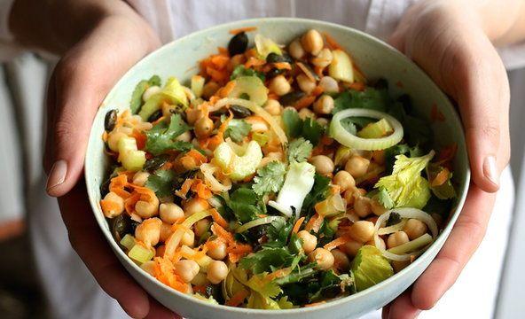 Zosia Cudny - surówka z ciecierzycą z sosem tahini