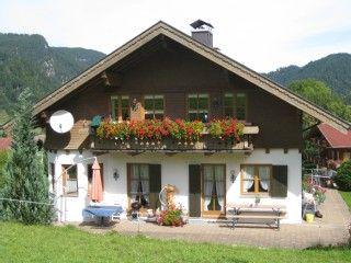 Liebevoll eingerichtete Ferienwohnungen in ruhiger Lage mit freiem Bergblick    - Ferienwohnung 1Ferienhaus in Oberstdorf von @homeaway! #vacation #rental #travel #homeaway