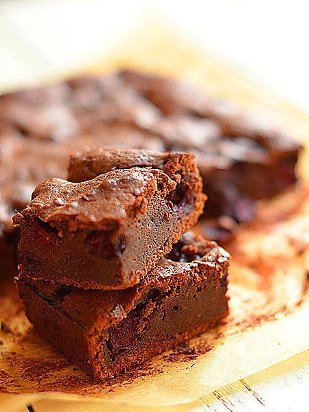 Brownie z wiśniami i delikatnym akcentem chilli