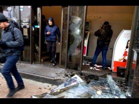 Погром офиса Альфа банка в Киеве Видео: https://www.youtube.com/watch?v=UdEI02aZrBM