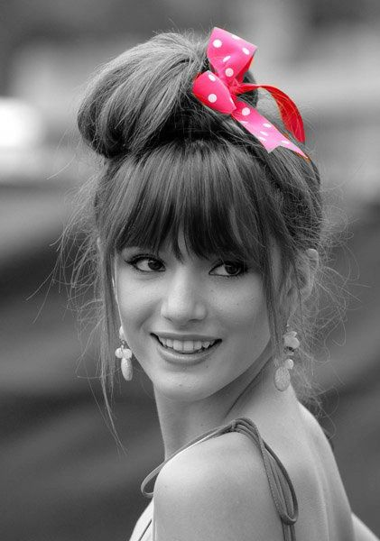 Bella Thorne - happy look, smile! Wow. Pink bow, I love pink.