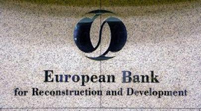 Το πρώτο πακέτο μη εξυπηρετούμενων δανείων από τις ελληνικές τράπεζες αναμένεται να αγοράσει μέσα στις επόμενες εβδομάδες η Ευρωπαϊκή Τράπεζα Ανασυγκρότησης και Ανάπτυξης (EBRD), σύμφωνα με δημοσίε…