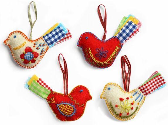 I love these.  What dear little gifts they would make! Vrolijke vogels, leuk om iets van vilt ook aan de dekens vast te maken