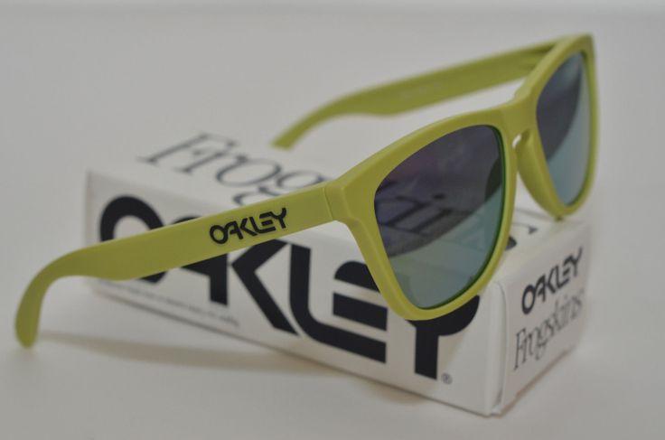 NEW Oakley Frogskins Sunglasses Aspen Green w/ Emerald Iridium Lens 24-341