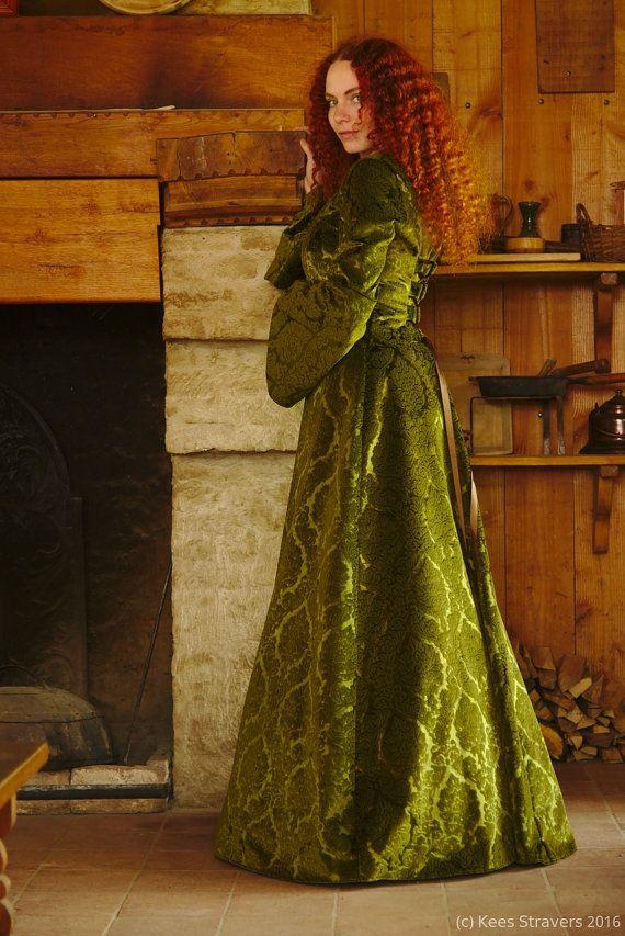 Luxe middeleeuwse bruiloft jurk / Keltische door BrunhildeFantasy