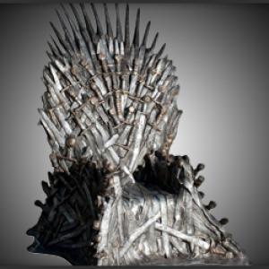Trône Game of Thrones - Pour la maison - Awesomer -- Pour faire passer la frustration de cette fin de deuxième saison de game of thrones voici une réplique du trône de fer pour votre salon ! Ce fauteuil ultime rendra jaloux tous vos amis et peut créer quelques guerres de clans !