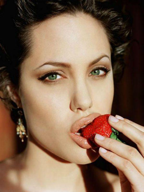 Анджели́на Джоли́ Питт (Angelina Jolie Pitt) 1975г