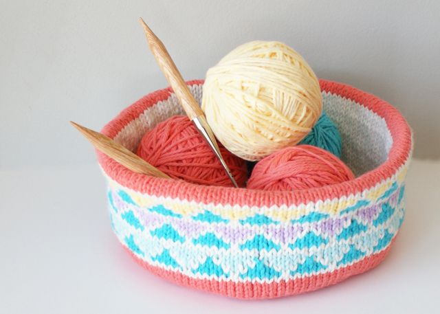 2015008 Convertible Triangle Color Blocked Bowl — Midknits