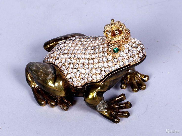 Статуэтка-шкатулка Лягушка в бриллиантах Размер 10 см. В ней можно хранить кольца и другие небольшие украшения