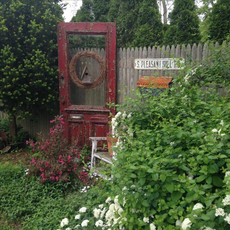 Prim Garden Vignette