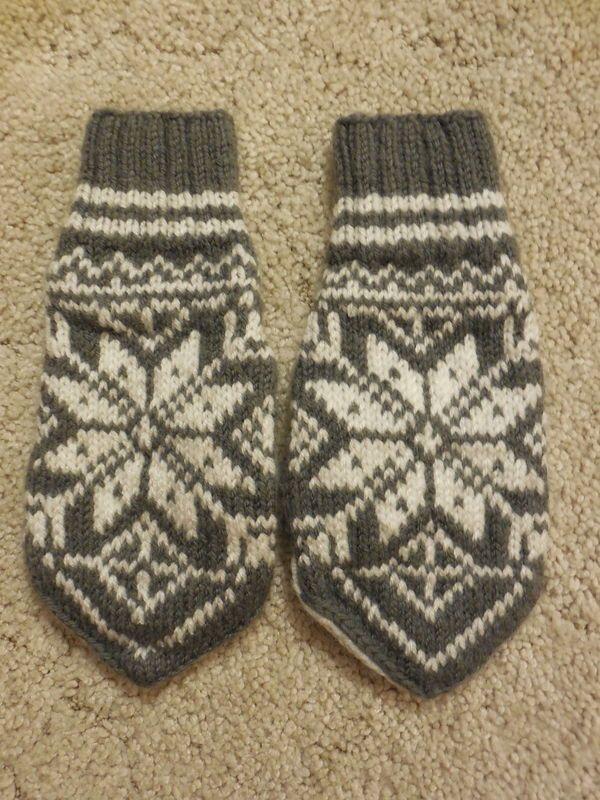 Norwegian knitted mittens | Norwegian knitting, Knitted ...