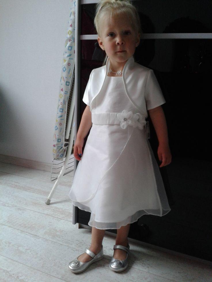 Even vast thuis passen of alles mooi bij elkaar staat. Prachtig, lieve meid! Een schattig jurkje van Corrie's bruidskindermode. Ik hoop dat je een mooi feest hebt gehad. Bruidskindermode.nl. Trouwen, bruiloft, huwelijk, bruidskinderen, bruidskinderkleding, bruidsmeisjes, bruidsmeisje, bruidsmeisjesjurk, kinderbruidskleding, kinderbruidsmode.