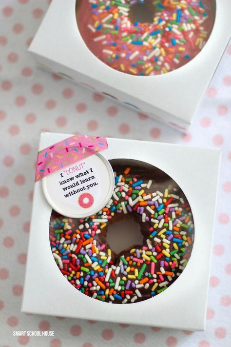 "I ""Donut"" Know What I Would Learn Without You! 12 cheap, easy, cute & practical teacher appreciation gifts. Find the very best teacher appreciation gifts here! Teachers will love them."