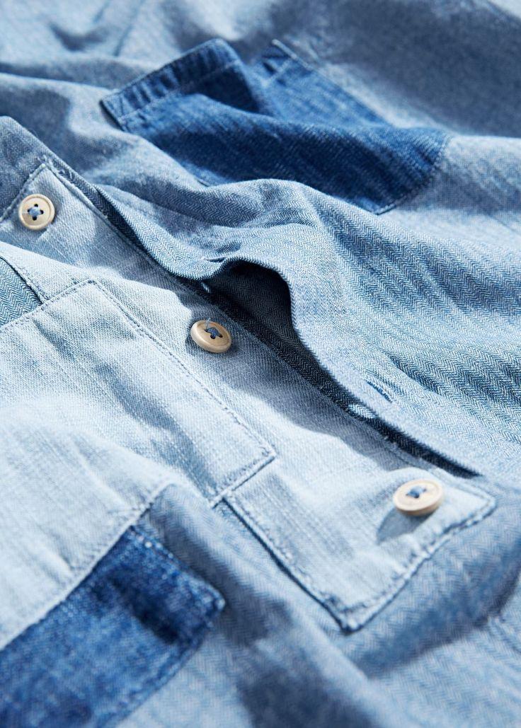 Приталенная рубашка в стиле пэчворк из шамбре | MANGO MAN