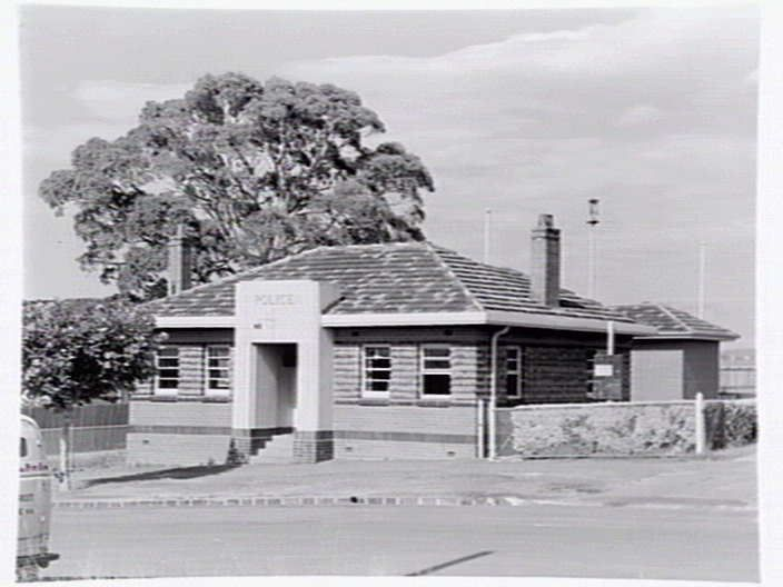 Oakleigh Police Station 1948 Photo State Library Victoria. Not sure if still there. Prob not, huge new police complex.