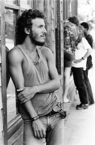 Bruce Springsteen in Long Branch, New Jersey 1973 © David Gahr