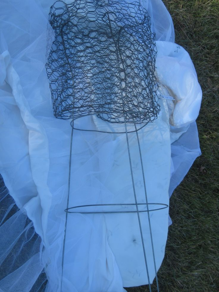 how to make halloween props with chicken wire