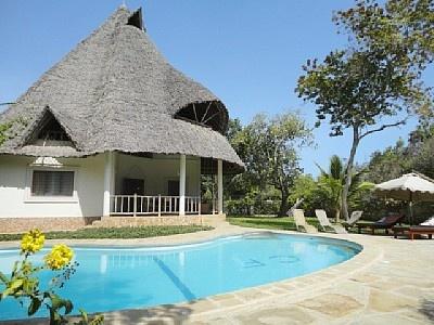 Exclusieve villa met zwembad 10 m, 200 m van het strand met personeel  3 Slaapkamers, 2 Badkamers, 8 Slaapplaatsen  Kenia > Kust van Kenia Villa