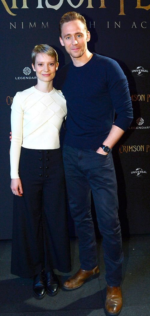 Mia Wasikowska and Tom Hiddleston at Crimson Peak im IMAX Kino in Berlin on September 29, 2015. Full size image: http://ww1.sinaimg.cn/large/6e14d388jw1ewk8osht32j21kw2dhqu9.jpg Source: Torrilla, Weibo