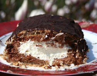 Bezowo-orzechowa rolada z czekoladą i bitą śmietaną