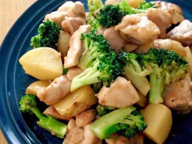 チキンとブロッコリーのガリバタ炒め♬の画像