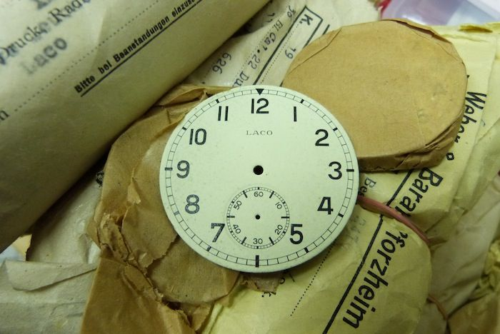 55mm B-Uhr Parts was also in the rubbish container ! This watchparts and watches were delivered to the Deutsche Luftwaffe. This parts are also original packed in 1944 !!!!!!  Dial !!!