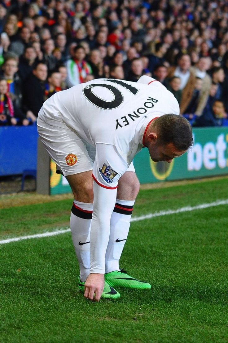 Manchester United striker pelted with coins by Crystal Palace fans