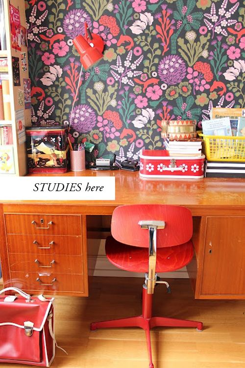 Floral wallpaper office #HappyHour
